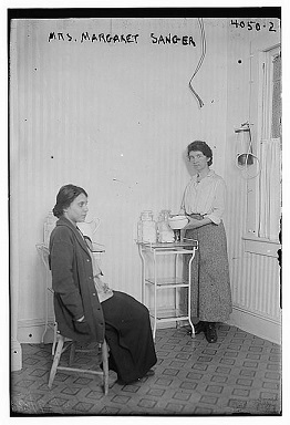 fania-mindell-margaret-sanger-at-clinic-oct-1916-courtesy-of-llibrary-of-congress